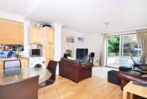 3 bed Flat in Finsbury Park Road...