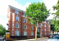 Flat to rent in Bowen Court, Islington...