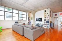 Flat to rent in Wenlock Road, Shoreditch...