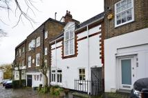 2 bed property in Perrins Walk, Hampstead...