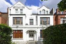 Maisonette to rent in Broadhurst Gardens...