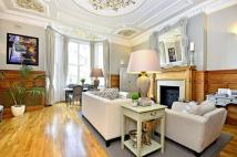 Flat for sale in College Crescent...