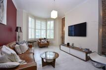 Maisonette to rent in Upper Park Road...
