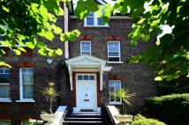 3 bedroom Flat in Daleham Gardens...
