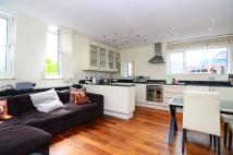 Flat to rent in Eton Avenue...