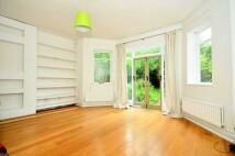 2 bedroom Flat in Canfield Gardens...