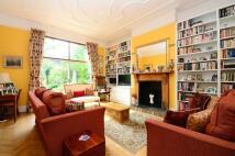 3 bedroom Flat in Goldhurst Terrace...