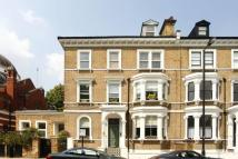 3 bedroom Flat in Lauderdale Road...