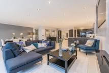2 bedroom Flat for sale in Warrington Gardens...