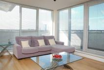 3 bed Flat in Smugglers Way, Putney...