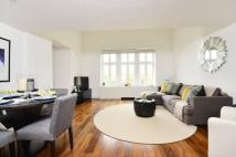 2 bedroom Flat to rent in Fairlawns...