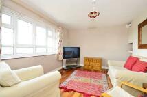 3 bedroom Flat in Horne Way, West Putney...