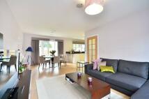 4 bedroom home in Benkart Mews, Roehampton...