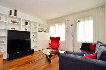 Flat to rent in Rayners Road, Putney...