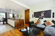 Flat to rent in Carlton Drive, Putney...