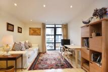 Flat to rent in Scott Avenue, West Hill...