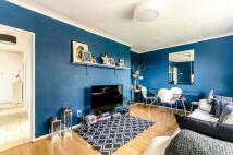 2 bedroom Flat in Cortis Road, Putney, SW15