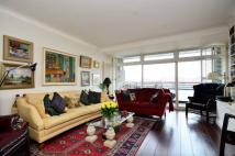 2 bedroom Flat in Hester Road...