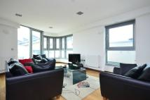 2 bed Flat in Bridges Court Road...