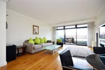Flat to rent in Hester Road, Battersea...