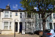 1 bed Flat to rent in Eversleigh Road...