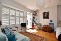 Studio apartment in Clapham Common North...