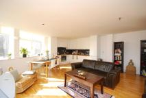 3 bedroom Flat in Uxbridge Road...