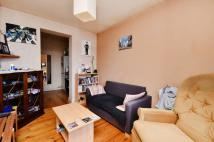 Flat to rent in Conway Crescent...