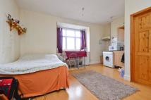 Studio flat to rent in Uxbridge Road...