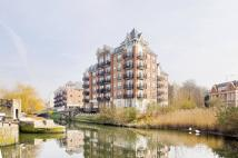 Flat to rent in Oakbark House, Brentford...