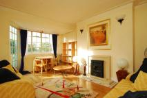 Flat to rent in Ealing Village...
