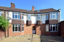 3 bed Flat to rent in Cloister Road, Acton, W3