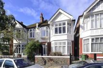 2 bed Flat to rent in Fordhook Avenue...