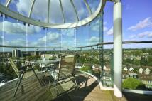 3 bedroom Flat to rent in Uxbridge Road...