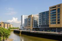 3 bedroom Flat in New Capital Quay...