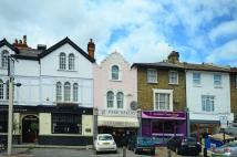 2 bedroom Flat in Merton Road, Southfields...