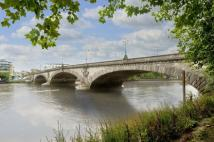 Kew Bridge Road Flat for sale