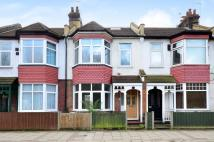 4 bed house in Approach Road...