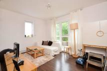 1 bedroom Flat in High Path...