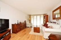 2 bedroom Flat in Lansdowne Road...