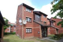 2 bed Flat for sale in Lowry Crescent, Mitcham...
