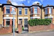 Flat to rent in Dorien Road, Raynes Park...