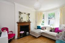 2 bed home to rent in Edna Road, Raynes Park...