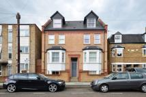 Flat to rent in Graham Road, Wimbledon...