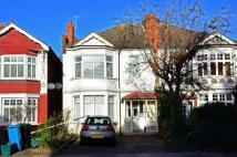 Flat to rent in Queens Road, Wimbledon...