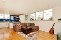 2 bedroom Flat to rent in Craven Gardens...