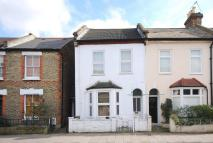 Flat to rent in Hartfield Crescent...