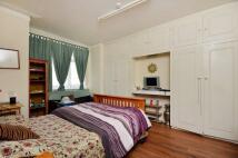 1 bedroom Flat in Southdown Road...
