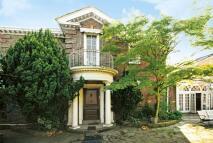 5 bed house in Queens Road...
