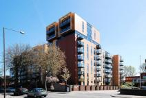 Studio flat for sale in London Road, Isleworth...